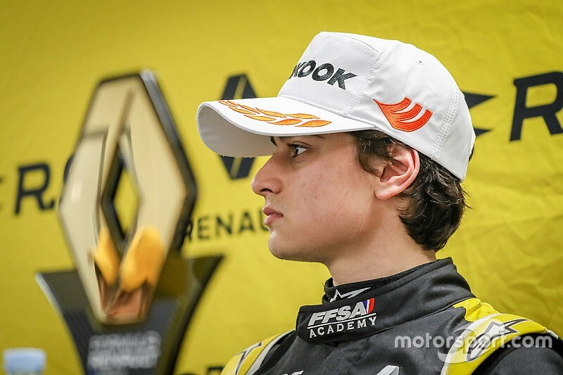 VÍDEO: Collet revela maratona entre campeonato, estudos e trabalho no programa da Renault