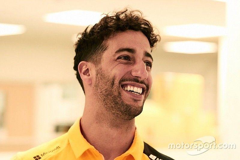 Ricciardo aparece pela primeira vez com uniforme da Renault