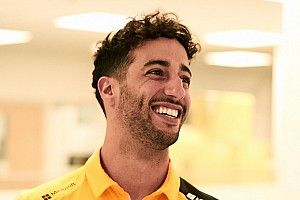 Ricciardo appears in Renault colours for first time