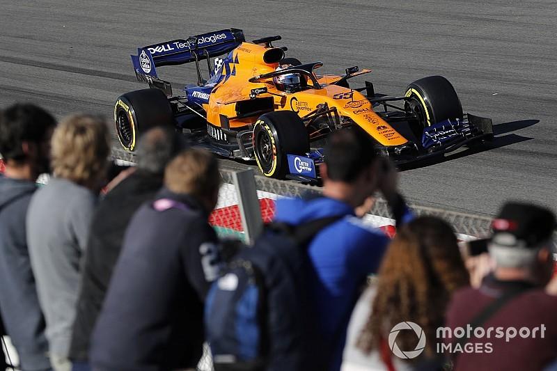 Carlos Sainz pone en marcha un año más una grada de apoyo para el GP de España