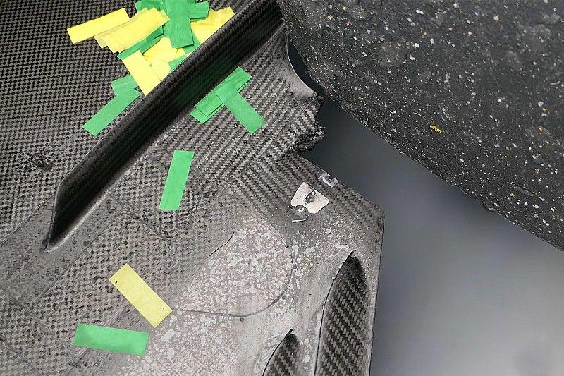 Mercedes cree que un bordillo dañó el piso de Hamilton
