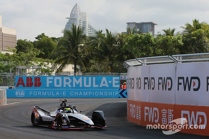 Sanya E-Prix: Rowland beats Vergne for maiden pole