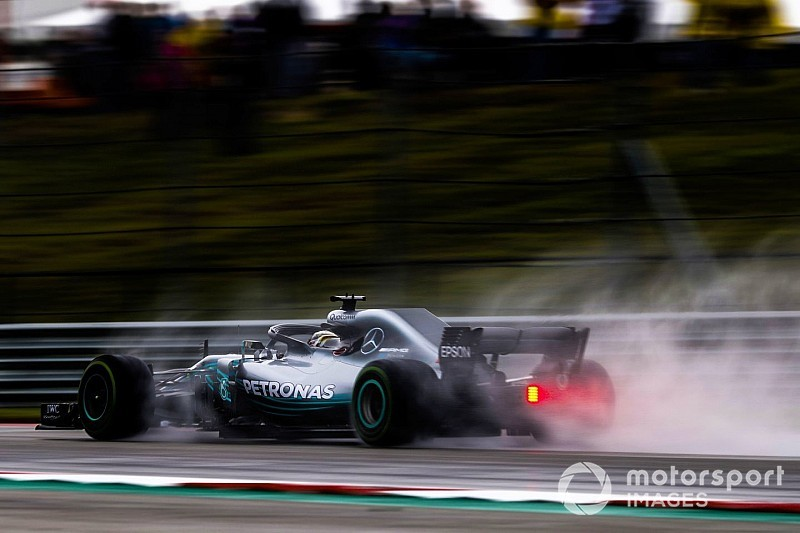 US GP: Hamilton stays on top in rain-hit FP2