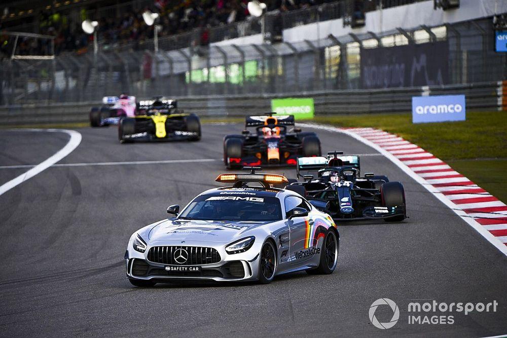 """Verstappen reclama da presença do safety car com pista fria: """"muito perigoso"""""""