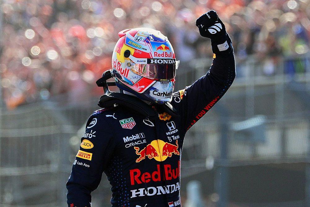 Verstappen houdt Hamilton nipt achter zich voor pole-position Dutch GP
