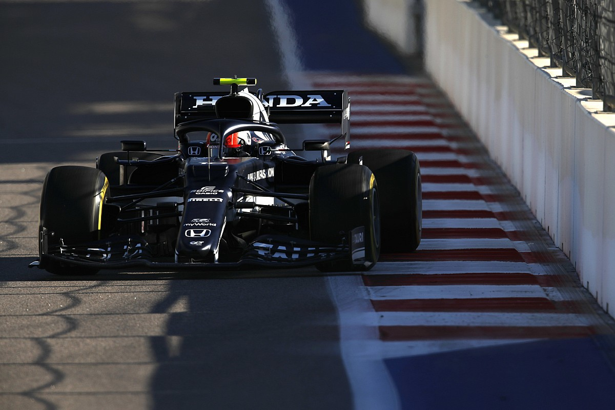 """Gasly surprised by """"fragile"""" F1 front wing break in FP2"""
