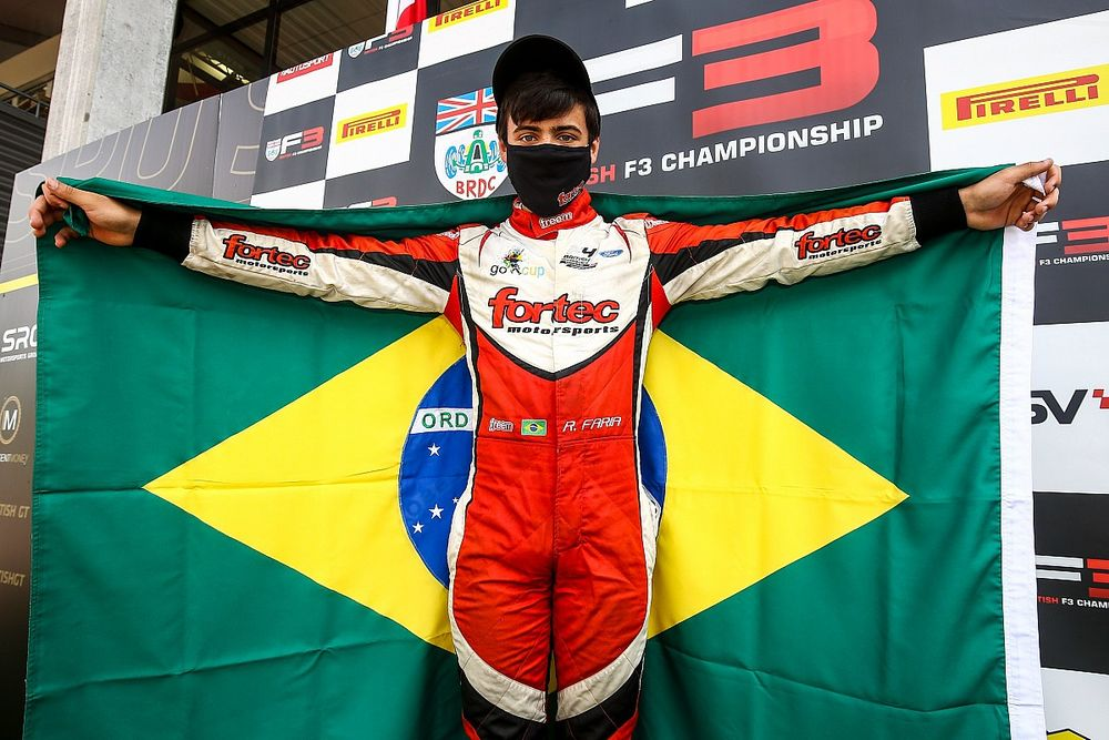 Conheça Roberto Faria, o brasileiro que faz sucesso na F3 Britânica em 2021