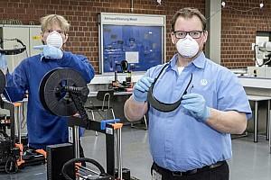 3D-nyomtatott arcvédőkkel segít a Volkswagen a koronavírus elleni harcban