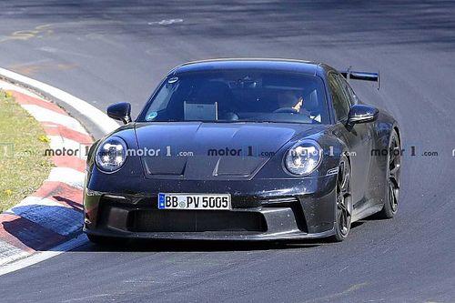 Дождь меняет правила: как Porsche 911 ведет себя на мокрой трассе