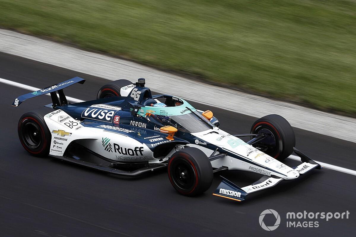 El futuro jefe de Alonso en Renault sufre al ver a su piloto en Indy