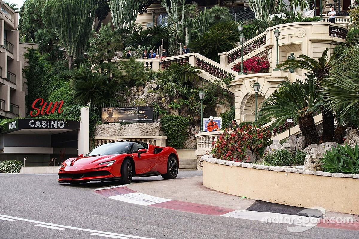 """Ferrari divulga """"Le grand rendez-vous"""", remake de polêmico curta dos anos 70 estrelado por Leclerc; assista"""