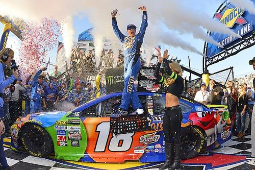 Kyle Busch steals Dover win away from Chase Elliott in final two laps