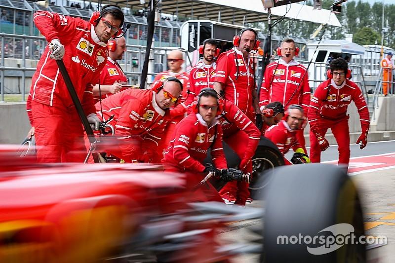 Leclerc megkapta Vettel csapatát, míg Räikkönen emberei Vettelhez kerültek a Ferrarinál