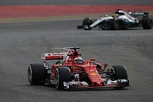 """Lewis Hamilton nach schwierigem F1-Testtag: """"Ferrari muss Favorit sein"""""""