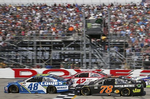 Truex wins first two stages, but misses out on Dover victory