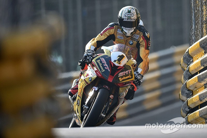 Macau GP: Hickman beats Rutter in bike race thriller