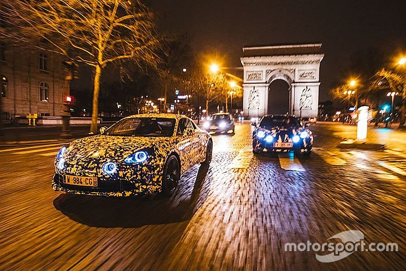 La future Alpine se promène dans Paris