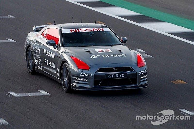 Oyun konsolu ile kumanda edilen ilk otomobil NISSAN GT-R, 211km/s hıza ulaştı