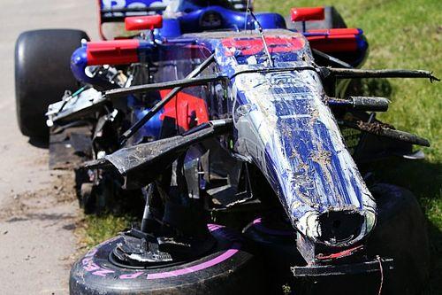 Фото: что осталось от машины Сайнса после аварии в Канаде