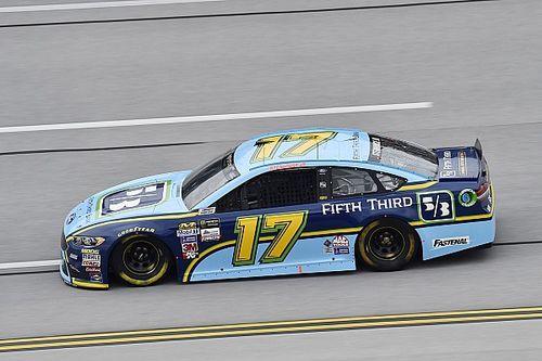 Ricky Stenhouse Jr. regola Earnhardt ed ottiene la pole a Talladega