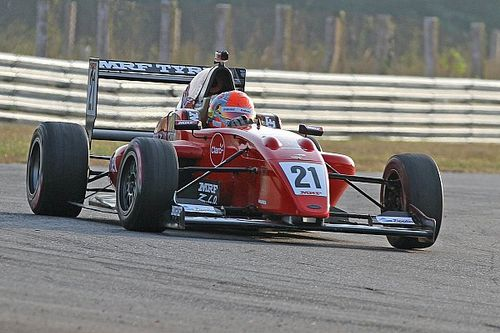 Фиттипальди победил Ньюи и Шумахера в первой гонке в Мадрасе