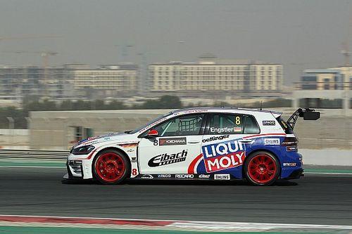 Luca Engstler domina Gara 1 a Dubai, a podio Giacomo Altoè e Veglia