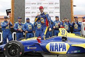 Rossi gana con extraordinaria estrategia de dos paradas