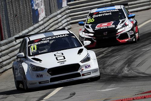 Portugal WTCR: Bjork survives three safety cars to win
