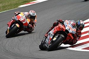 "Lorenzo has ""nothing to lose"" in Marquez chase"