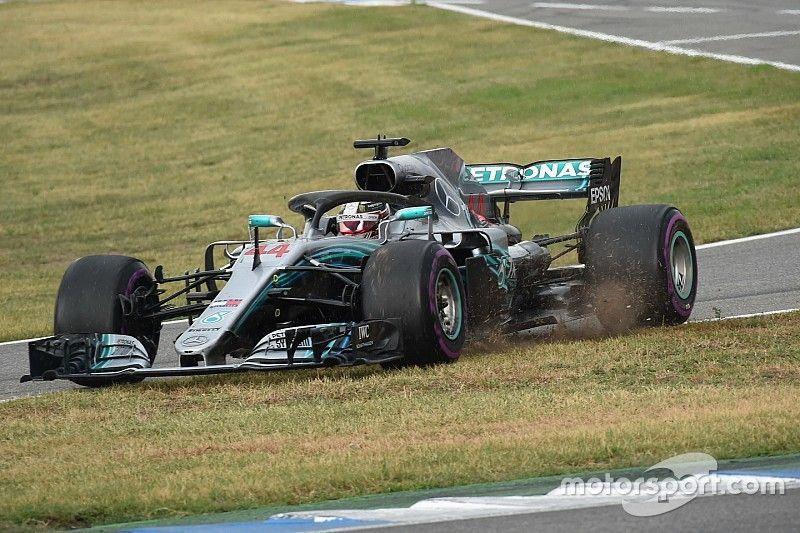 Incidente na entrada do pit pode tirar vitória de Hamilton