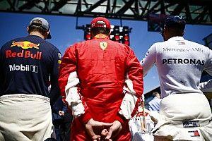 Videón, ahogy Räikkönen egyszerűen kiüti Hamiltont Silverstone-ban