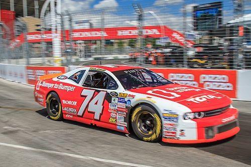 Пилот NASCAR в ярости влетел в соперника на гонке «Бампер к бамперу»
