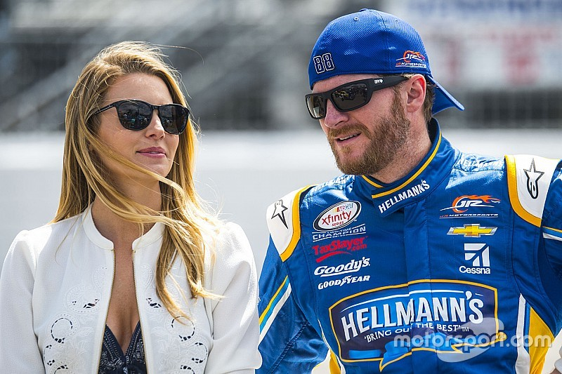 Dale Earnhardt Jr Wedding.Dale Jr S Wife It S Not Worth The Risk For Him To Run