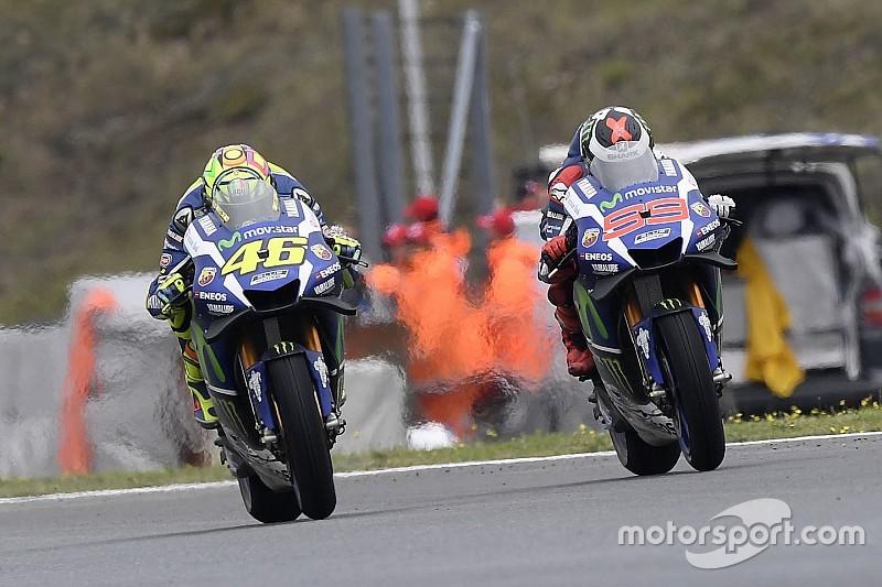 Lorenzo hengkang, Yamaha bermasalah, Rossi: Itu kebetulan