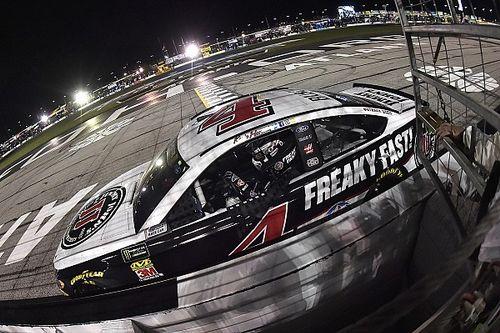 Харвик выиграл гонку NASCAR в Атланте