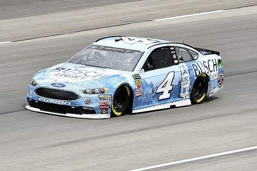 Harvick domina la primera etapa en Texas y Suárez en accidente