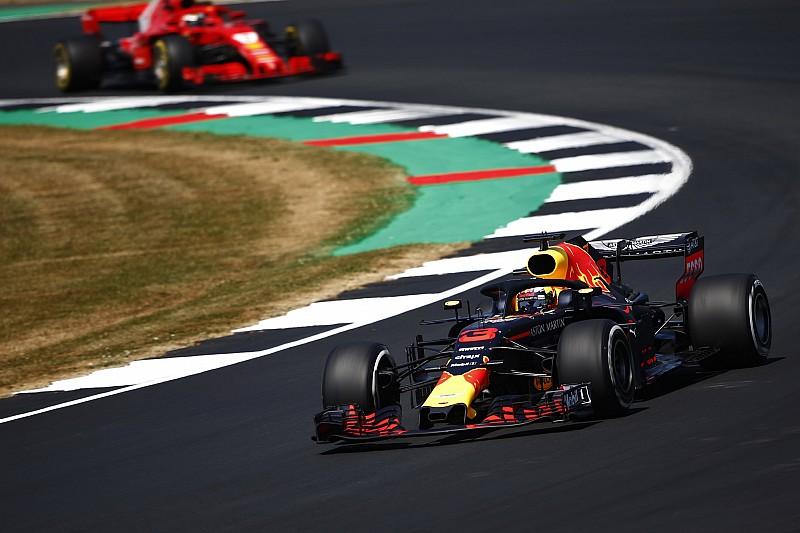 Kulisszatitkok Silverstone-ból: a tetovált lány, gumikörkép... és Vettel is beszólt Grosjeannak