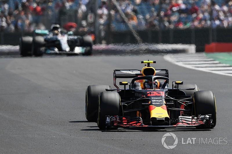 """Verstappen: """"Nas retas era como pilotar em outra categoria"""""""