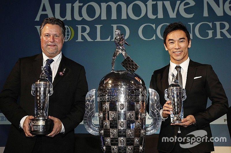 """Sato e Andretti recebem """"Baby Borg"""" por vitória na Indy 500"""