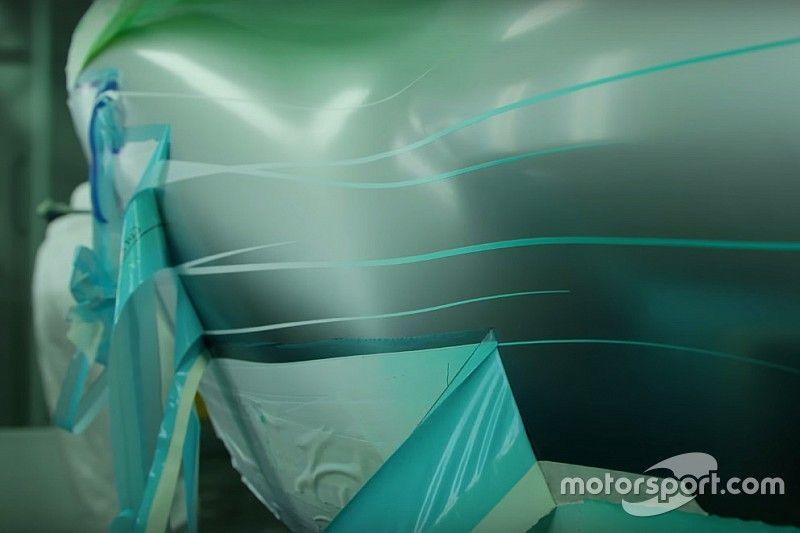 Video, anteprima Mercedes: la verniciatura della W08 Hybrid