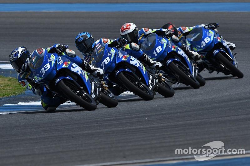 Видео: семь гонщиков прямо перед финишем падают одновременно