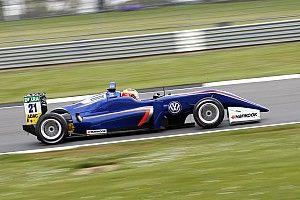 Carlin buscará reemplazo para Dennis después de la F3 en Pau