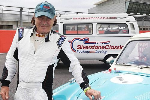 GALERÍA: Brian Johnson vocalista de AC / DC chocó un coche clásico