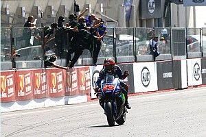 """""""Lutaria para passar Rossi na última curva"""", diz Viñales"""