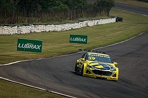 Stock Car: Daniel Serra segura Zonta no final e volta a vencer após tricampeonato