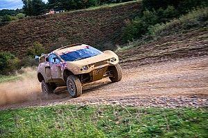 فريق البحرين رايد إكستريم يختبر سيارته المصممة لخوض رالي داكار