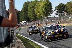 Brands Hatch BTCC: Cammish wins, Turkington extends points gap
