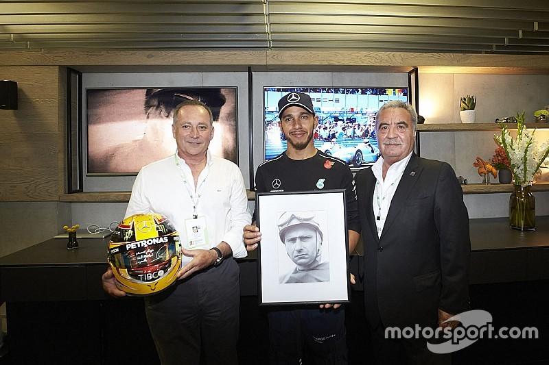 Hamilton y Fangio, encuentro cercano en Brasil