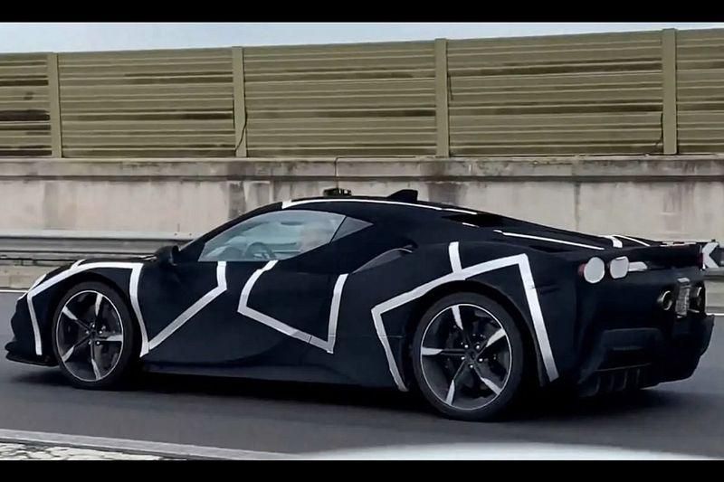 La Ferrari V6 ibrida si mostra in un nuovo video spia