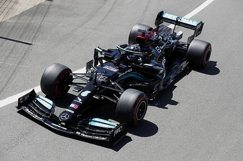 Хэмилтон посетовал на плохие старты Mercedes